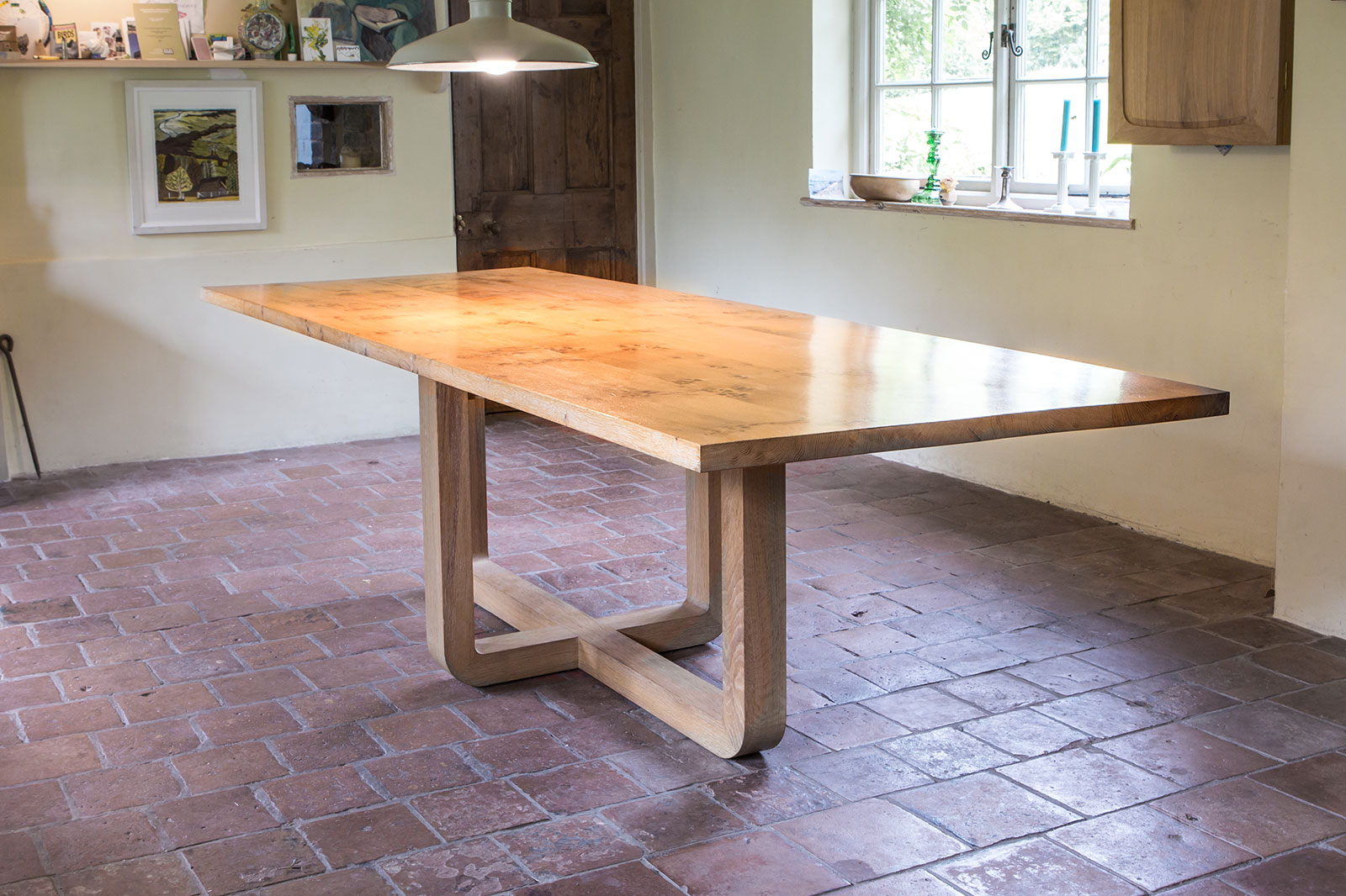 winby dining table
